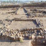 Muros de cantos rodados pertenecientes al arrabal de Šaqunda (Convenio GMU-UCO).